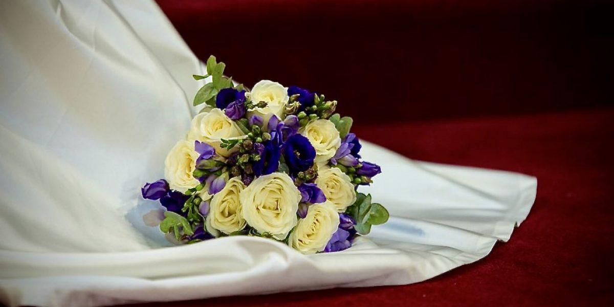 Dressing the Bride, Wedding Flower Bouquet, Wedding Dress, Dress the Bride, Steaming the dress, On the Day Coordinator,